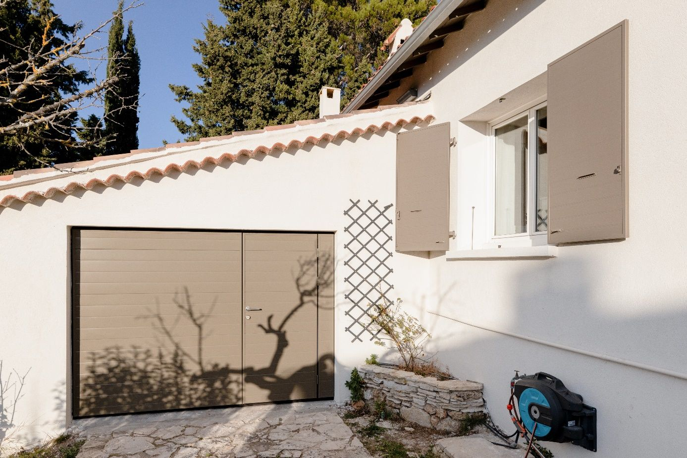 Une image contenant arbre, bâtiment, maison  Description générée automatiquement